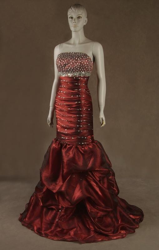 Budwe luxusní rudé plesové šaty na maturitní ples - plesové šaty ... 8ed2efe8e3